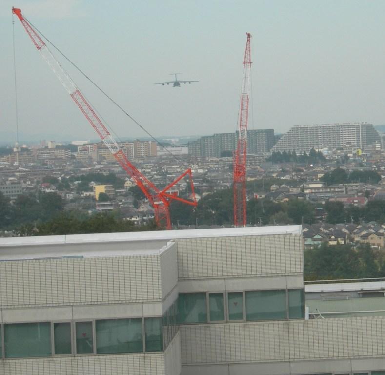 グリーンヴィレッジ宇津木台上空を通過して横田基地に向かうC5ギャラクシー